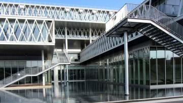"""Fuksas e i nuovi Archivi Nazionali di Francia: un """"gioco di equilibri"""" tra due edifici opposti"""