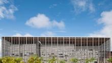 RH+Architecture disegna una galleria in legno per l'Universita' di Cayenne