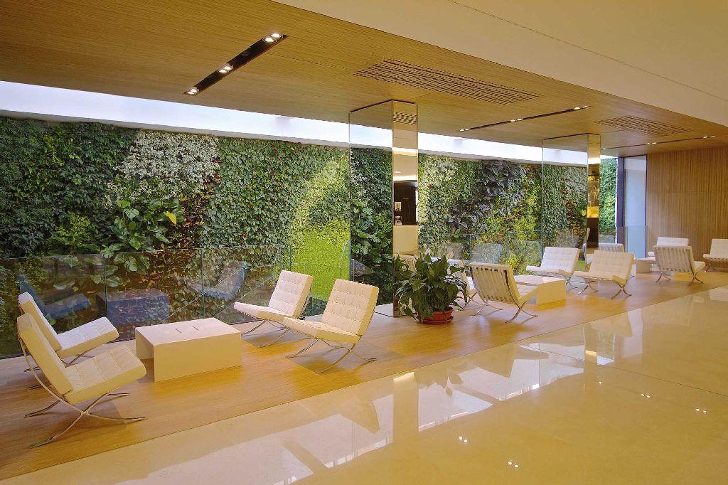 Un giardino verticale per la sede della reale mutua a torino - Prato verticale per interni ...