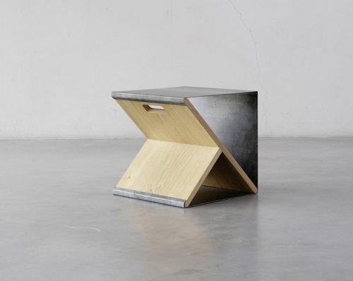 Sgabello minimalista architetto