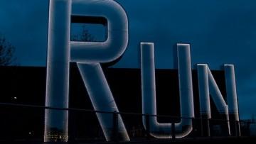 Tre lettere luminose nella notte di Londra olimpica