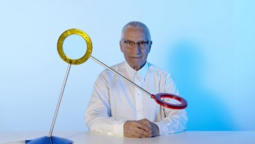 Alessandro Mendini firma un amuleto di luce