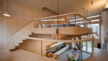 Materiali naturali, nuovi e antichi, combinati negli interni di una residenza