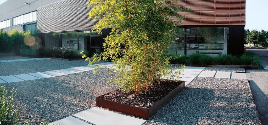 Progettare giardini e terrazze le pavimentazioni in - Pavimentazione cortile esterno ...