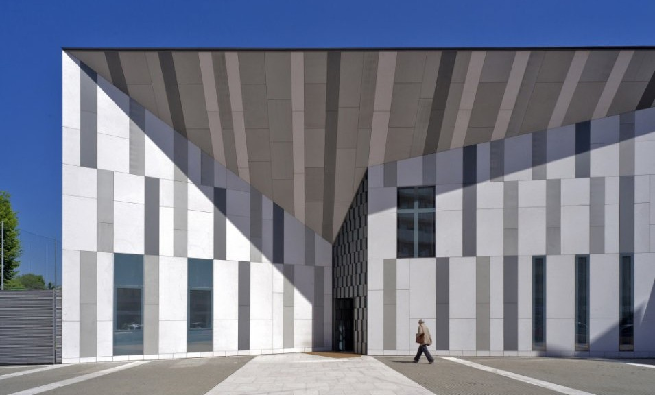 Chiesa Resurrezione di Gesù a Milano, progetto di Cino Zucchi, superficie metallica VmZinc