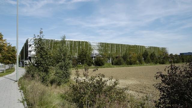 Verde in architettura la facciata vegetale della sede for Architettura del verde