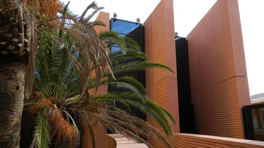 Padiglione degli Emirati Arabi Uniti: facciata prospettante su una delle corti. (© Edoardo Bit)