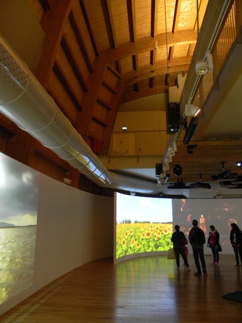 Padiglione Intesa Sanpaolo: vista interna. Le installazioni multimediali sono state curate da Studio Azzurro. (© Edoardo Bit)