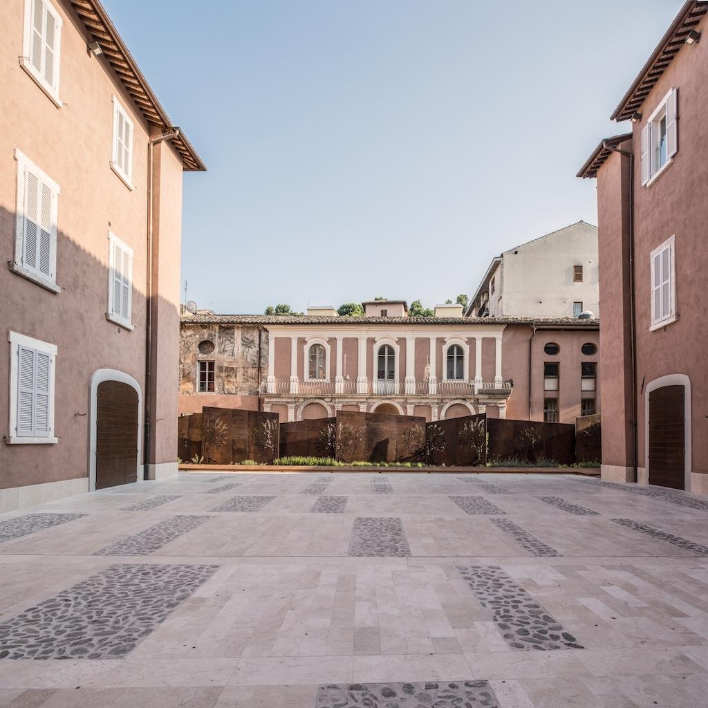 Cortile di Palazzo Sgariglia ©Pierluigi Giorgi