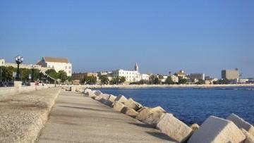 Otto interventi di 'micro-urbanistica' per riqualificare il lungomare di Bari