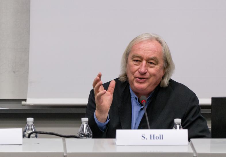 Steven Holl durante la lectio in occasione della laurea ad honorem del Politecnico di Milano – photo courtesy of Politecnico di Milano