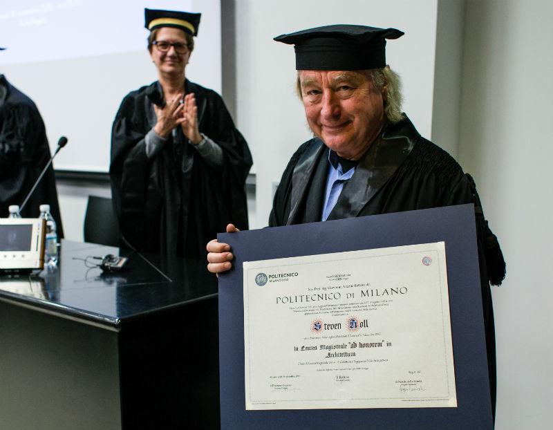 Steven Holl riceve la laurea ad honorem del Politecnico di Milano – photo courtesy of Politecnico di Milano
