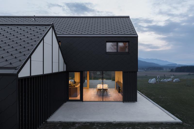 House M sorge nel paesaggio rurale incontaminato della Slovenia Foto Ziga Lovsin