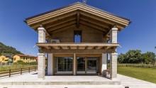 La casa in legno che rispetta i principi dell'architettura Vedica Maharishi