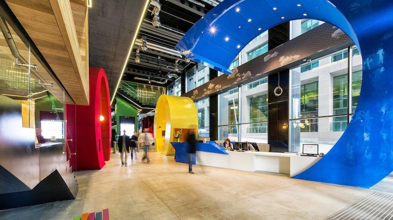 Google Dublino, le lettere giganti della reception © Peter Wurmli