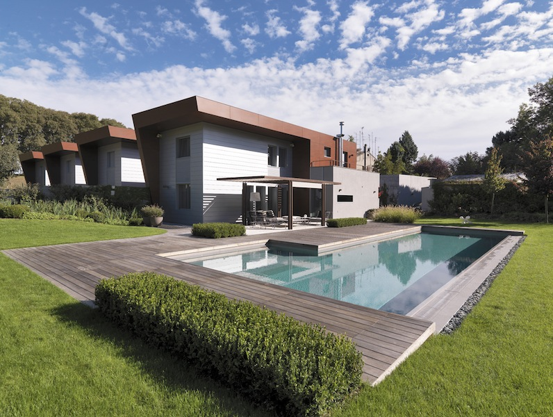 Vasche per piscine tipologie costruttive e for Soluzioni giardino in pendenza