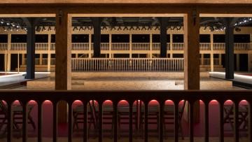 Il tribunale di Amo per le sfilate di Prada 2016/17 – gallery