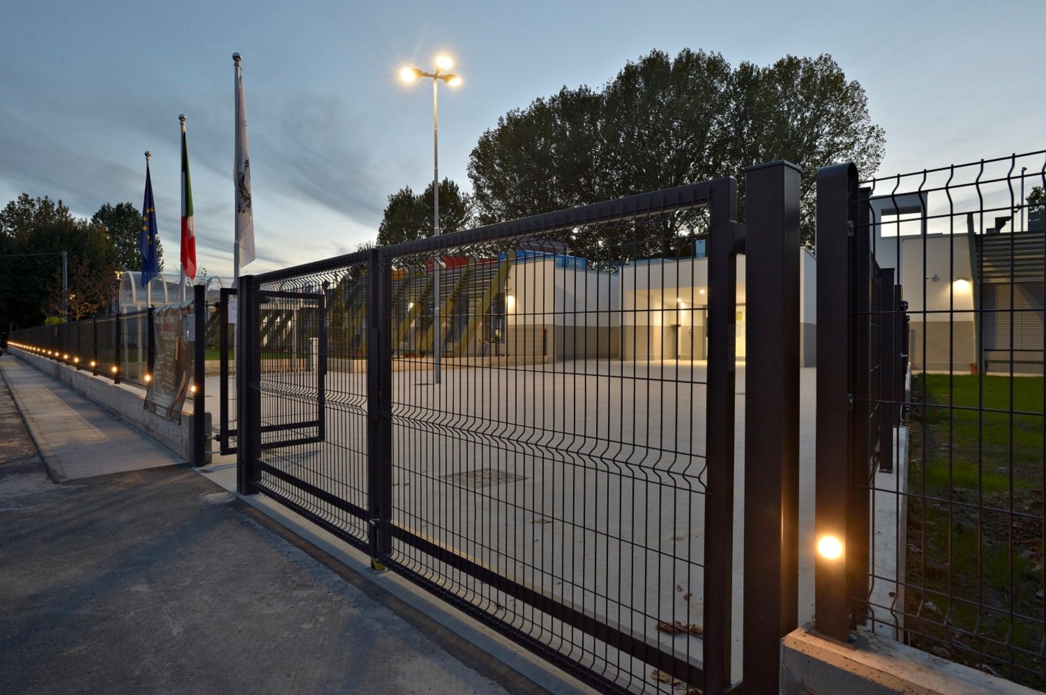 Una nuova scuola per crevalcore focus sulla recinzione for Design dello spazio esterno