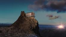 Rivestire in alluminio la facciata di un rifugio alpino: il Rifugio de l'Aigle a La Grave in Francia