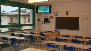 Arredi scolastici: le norme Uni su sedie, banchi, cattedre e lavagne