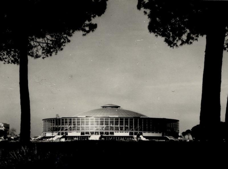 Vista esterna del Palazzo dello sport (fonte: Pier Luigi Nervi Project)