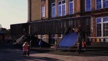 Il parco giochi sopraelevato di Asif Khan per una scuola a Londra