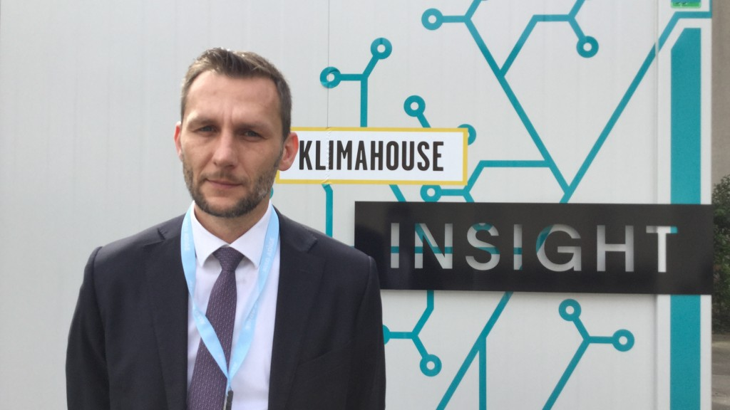 Thomas Mur, direttore Klimahouse, davanti a Insight, la casa modello dell'efficienza energetica che sarà visitabile a Klimahouse Toscana dall'1 al 3 aprile