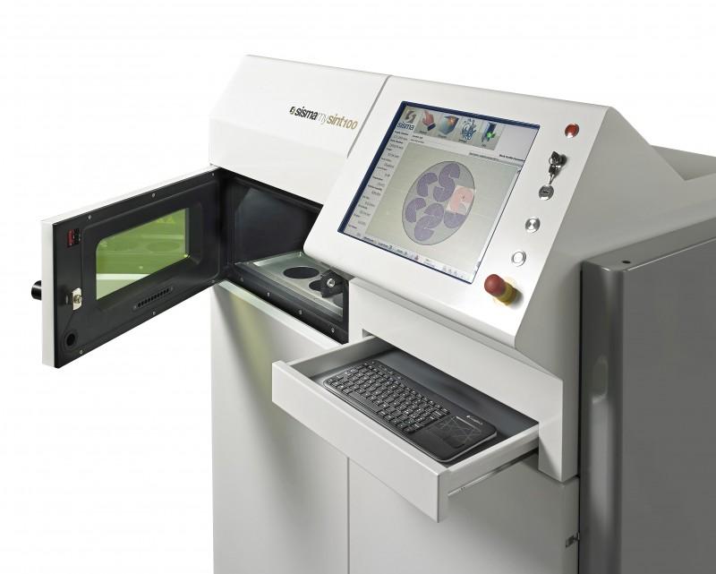La stampante 3d Laser Metal Fusion LMF Sisma Mysint100, utilizzata per produrre gli oggetti della mostra Methesis