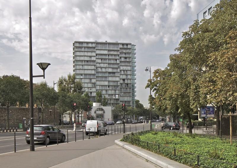La trasformazione della torre residenziale Bois le Prêtre a Parigi (Anne Lacaton & Jean Philippe Vassal e Frédéric Druot, 2009)
