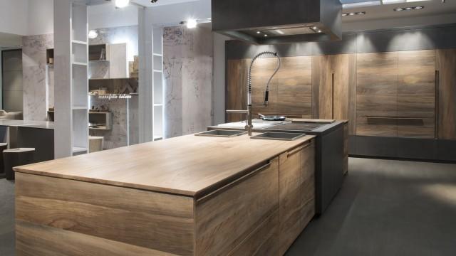 Il Kitchen Design con il legno fossile di faggio: la scommessa Toncelli
