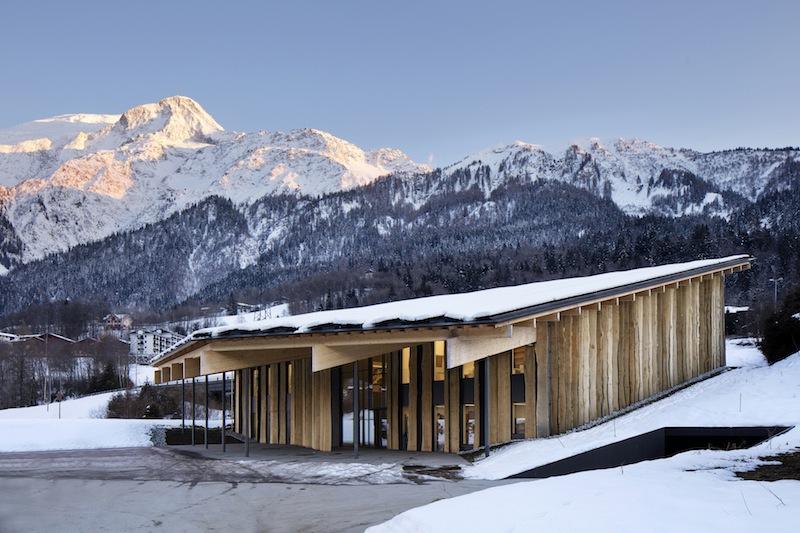 La nuova sede della Blu Ice nel contesto delle Alpi francesi © Michel Denancé