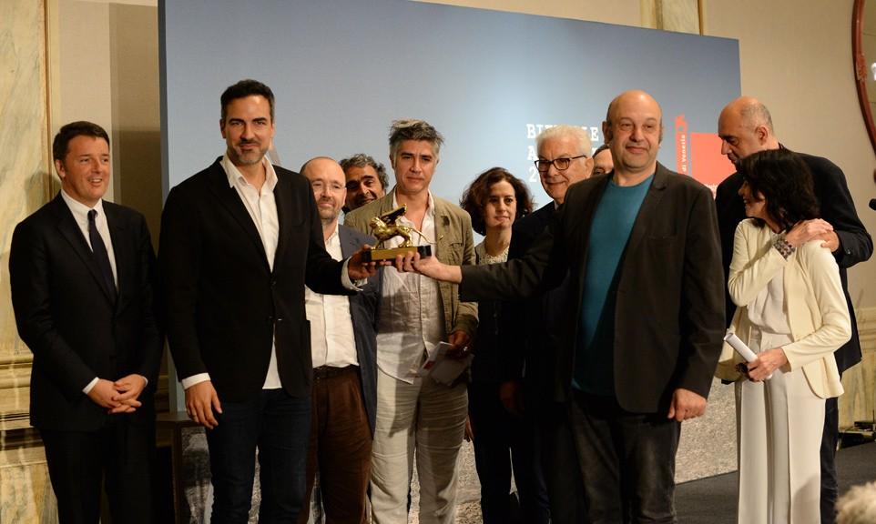 Matteo Renzi presenzia alla cerimonia di consegna del Leone d'oro per la miglior Partecipazione Nazionale alla Spagna (fonte: La Biennale)