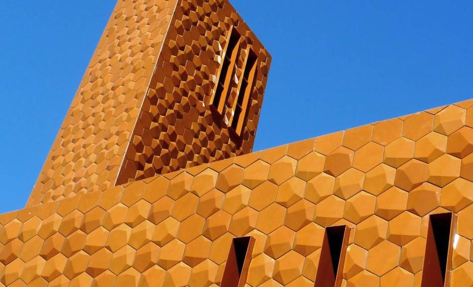 Chiesa della Misericordia di Terranuova Bracciolini (Archea Associate) - Vincitore di La Ceramica e il Progetto 2015, categoria Istituzionale - Arredourbano 2015