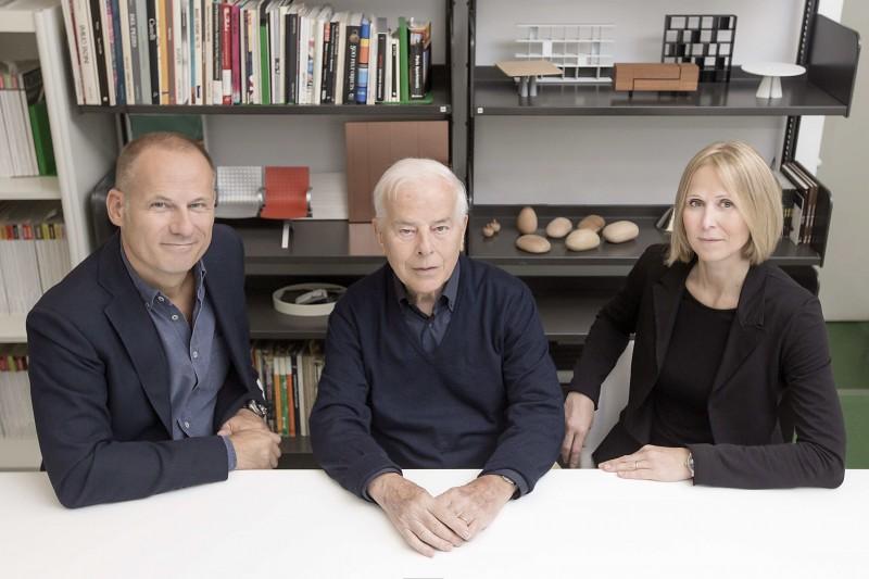 Carlo Bartoli con i figli Paolo e Anna, con i quali ha fondato e dirige lo studio Bartoli Design