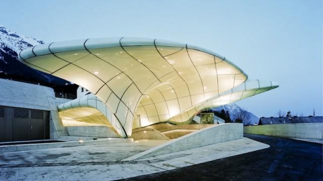 Le  stazioni della funicolare di Innsbruck realizzate da Zaha Hadid