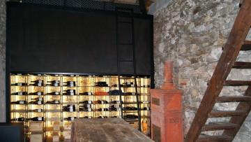 Le schermature tecniche di design Resstende usate per proteggere una cantina di vini