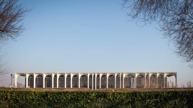 La Sede Mondadori di Oscar Niemeyer nelle foto di Simón Garcia