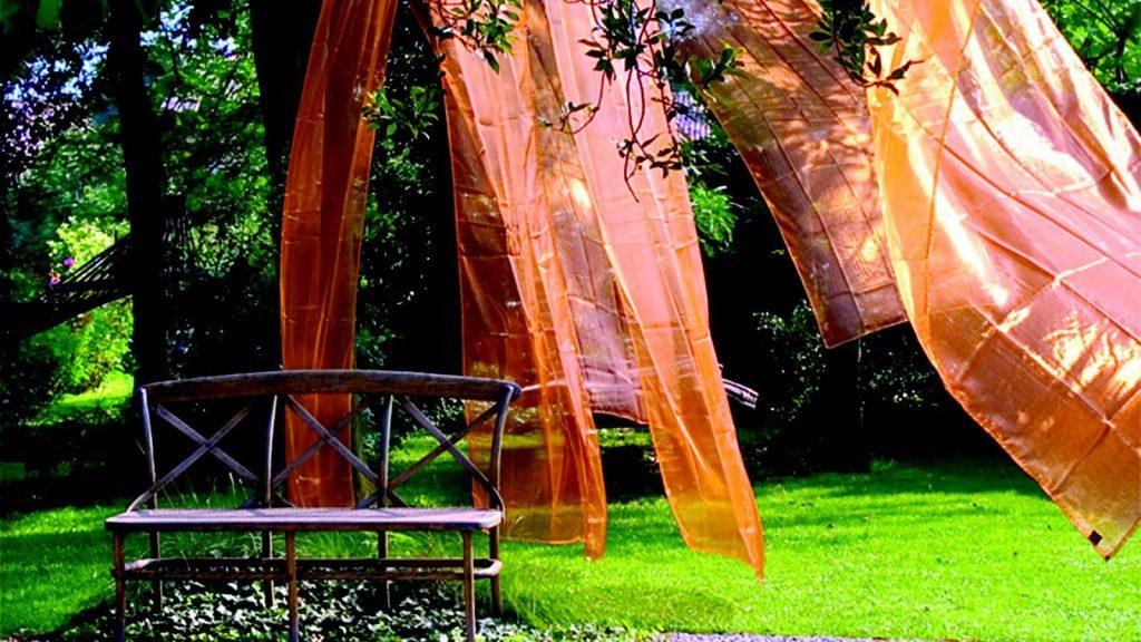 Un angolo del giardino bioenergetico di Castello Quistini, dove assaporare con calma i suoi effetti benefici