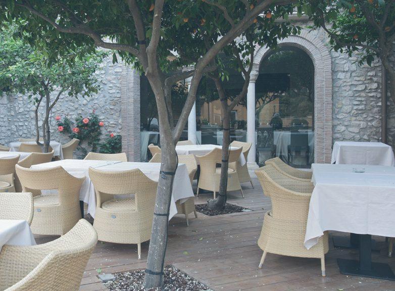 Spazio esterno del ristorante Vesta & Guascone a Tivoli, Costagroup s.r.l., 2005