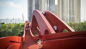 Il ponte cinese a nastro che offre percorsi alternativi