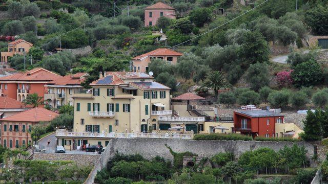 La ristrutturazione edilizia di un complesso residenziale con incremento volumetrico a Finale Ligure (SV)