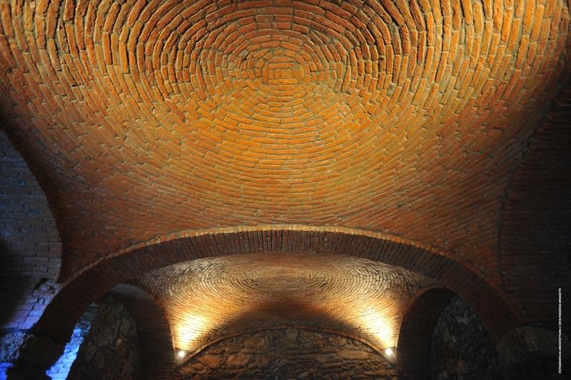 La volta Tholos della Taverna, al piano inferiore della cascina, come si presenta dopo il restauro