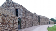 Quercia bianca e pietra: la Contour House premiata ai Wood Awards 2016