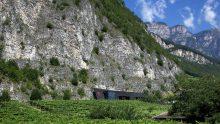 La stazione dei pompieri di Magré è scavata nella roccia