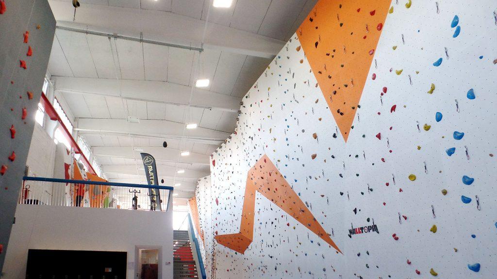 Una parete della palestra d'arrampicata New Rock