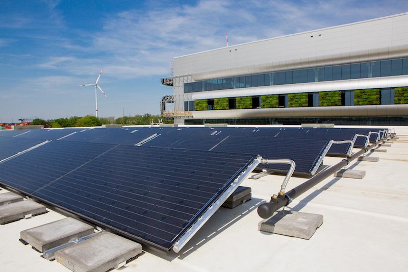 Pannelli solari, turbine eoliche e pareti verdi sostenibili per il nuovo campus logistico di Laakdal © Nike