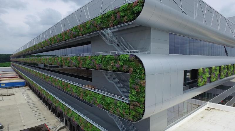Il sistema di pannelli modulari che compone le pareti verdi © Nike