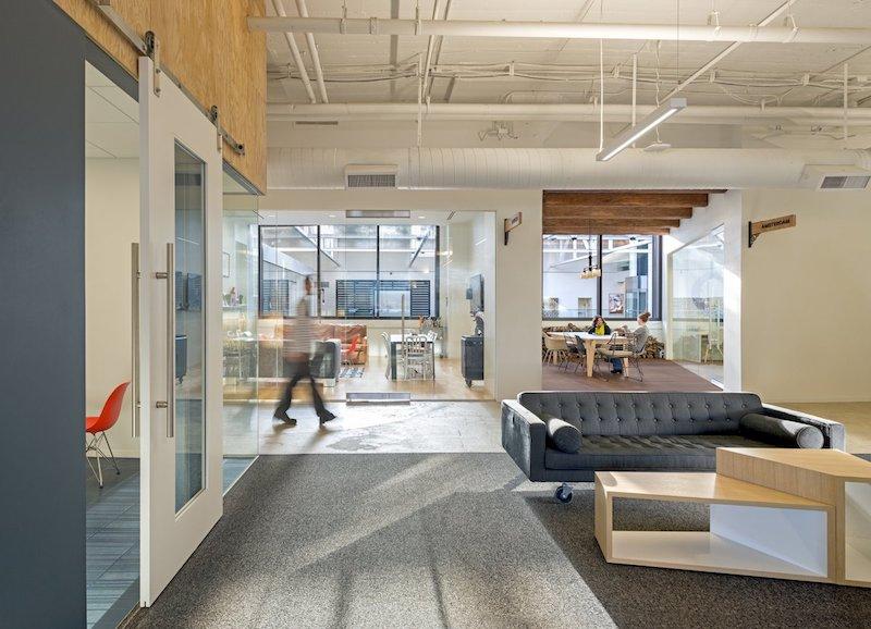 Office design gli uffici di airbnb nel mondo architetto for Uffici di design