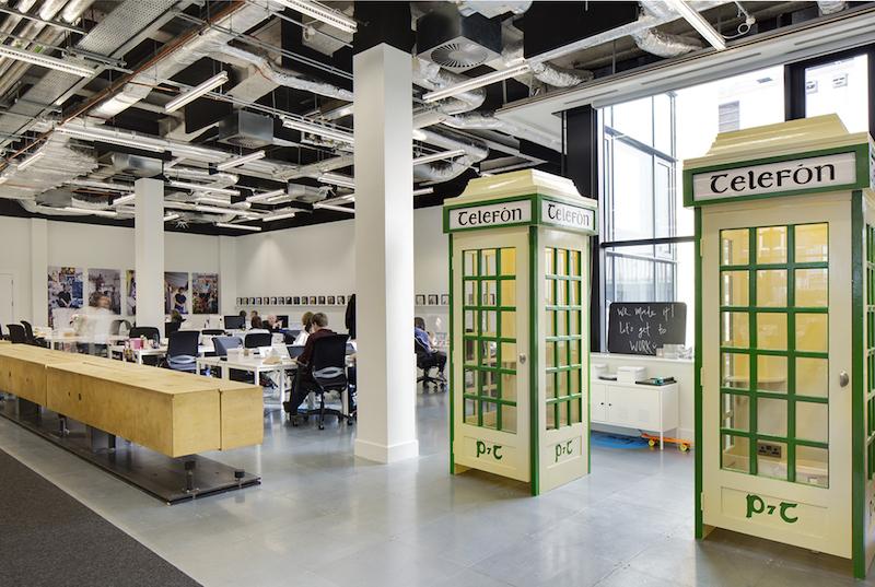 Airbnb Dublino, la panca lunga 12 metri e le cabine telefoniche © Ed Reeve