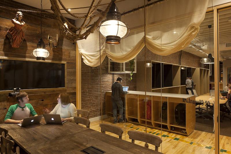 """Airbnb Portland,  """"SS Clementine"""" ritrae l'alloggio della nave © Jeremy Bittermann"""